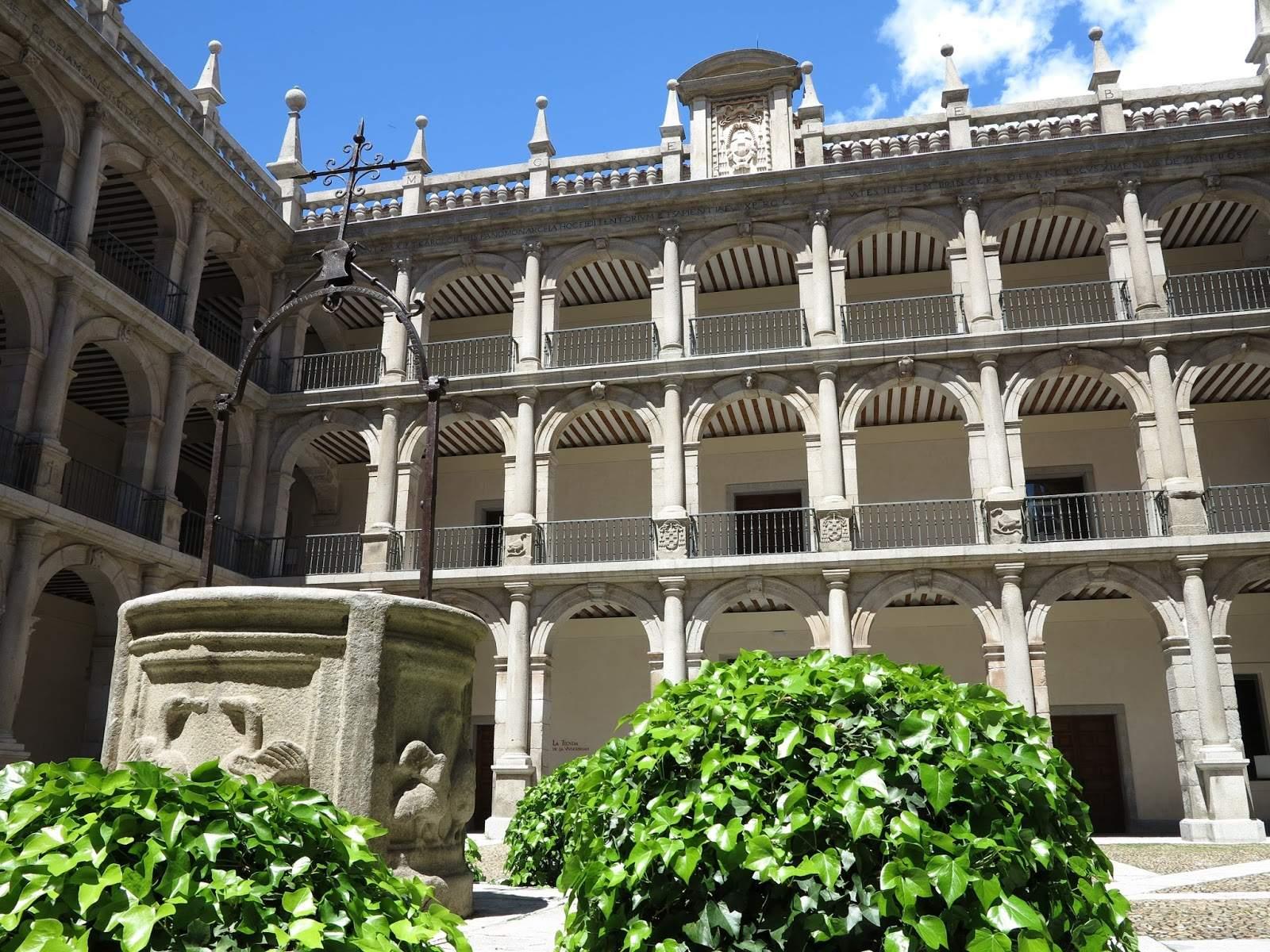 Patio de Santo Tomás de Villanueva de la Universidad de Alcalá