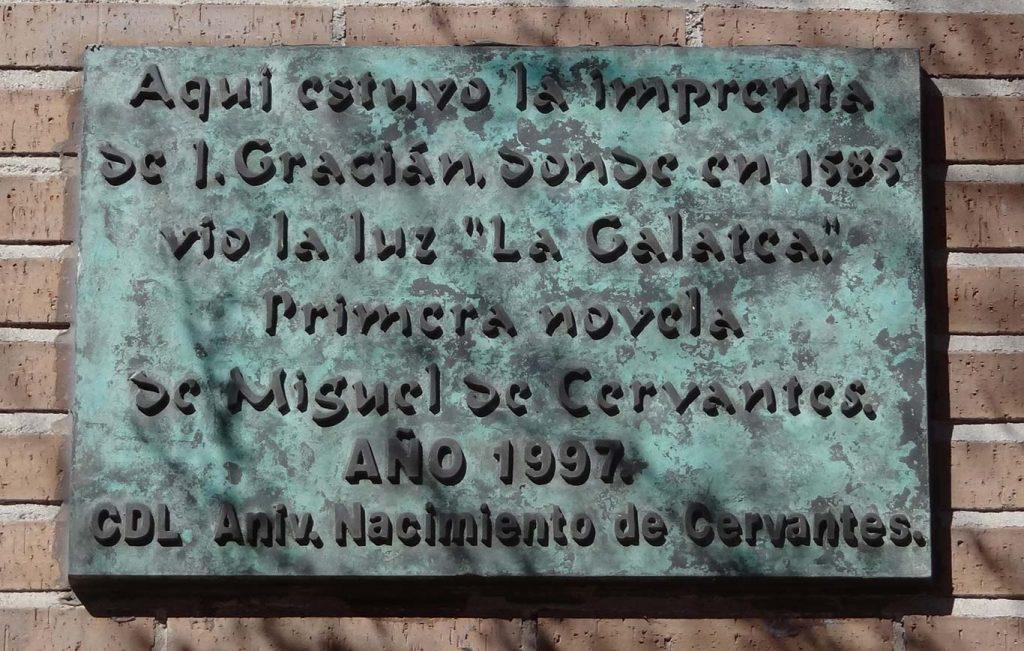 En la calle Libreros de Alcalá de Henares vio la luz la primera obra de Cervantes, La Galatea.