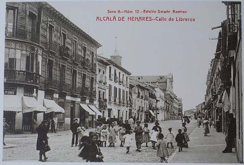 Postal antigua de la calle Libreros de Alcalá de Henares