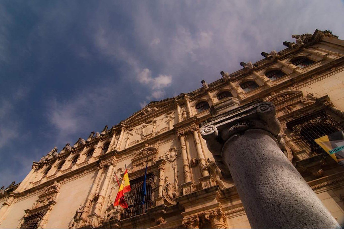 fachada Universidad de Alcalá. Foto de Carlos Castro Puertas