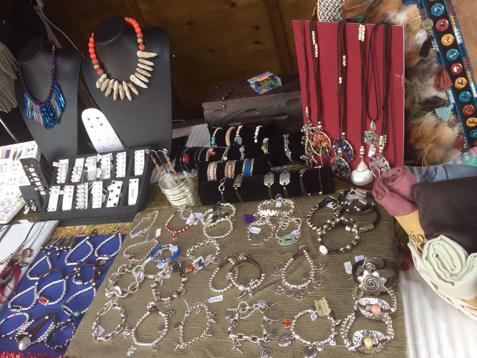 b4f05f9e71b9 Conoce el Mercado de artesanía de la plaza de los Santos Niños ...