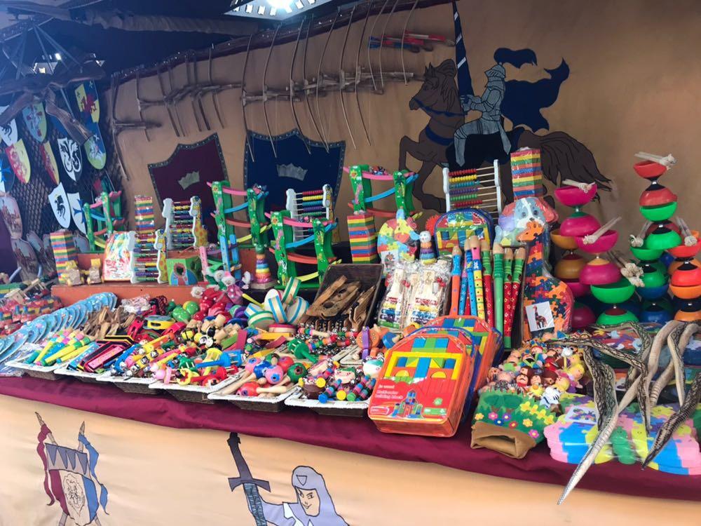Puestos Del Mercado Cervantino Más Curiosos De Los Artículos vmPN0wOy8n