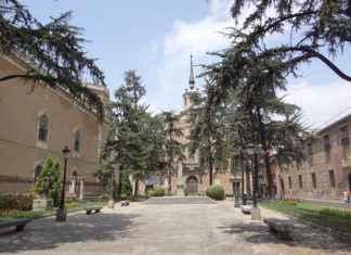Palacio Arzobispal - Vista desde la plaza de las Bernardas