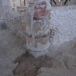 Casa de los Grifos. Detalle de una de las columnas en la que se puede ver restos de pintura decorativa.