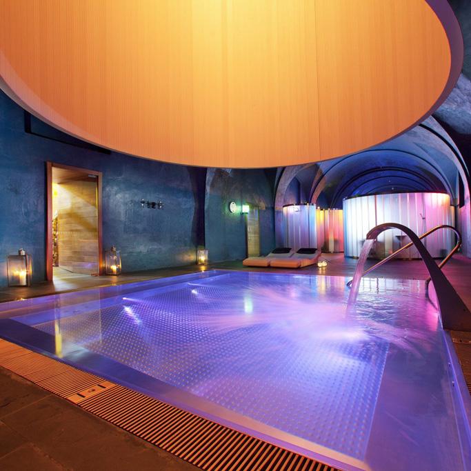 parador de alcal de henares piscina cubierta spa