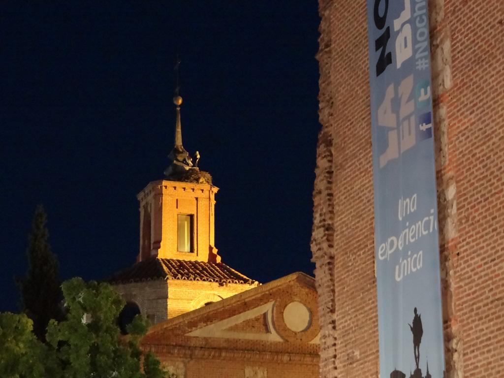 La noche en Blanco Alcalá 2014 - Torre de Santa María y Capilla del Oidor en la Plaza de Cervantes