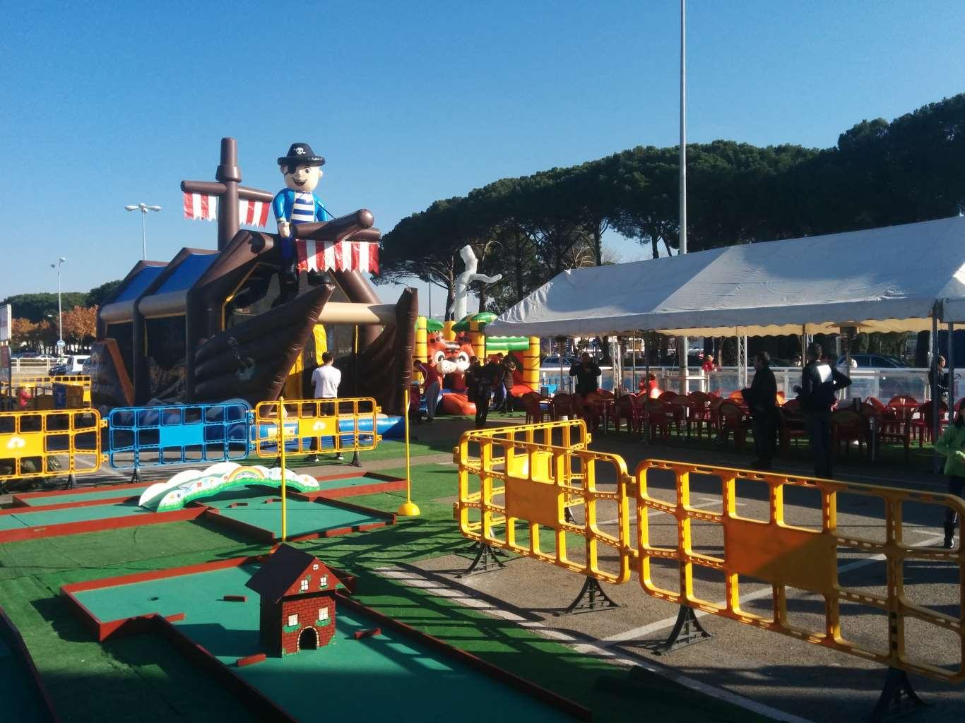 Parque navide o la dehesa con pista de patinaje dream for Parque mueble alcala la real