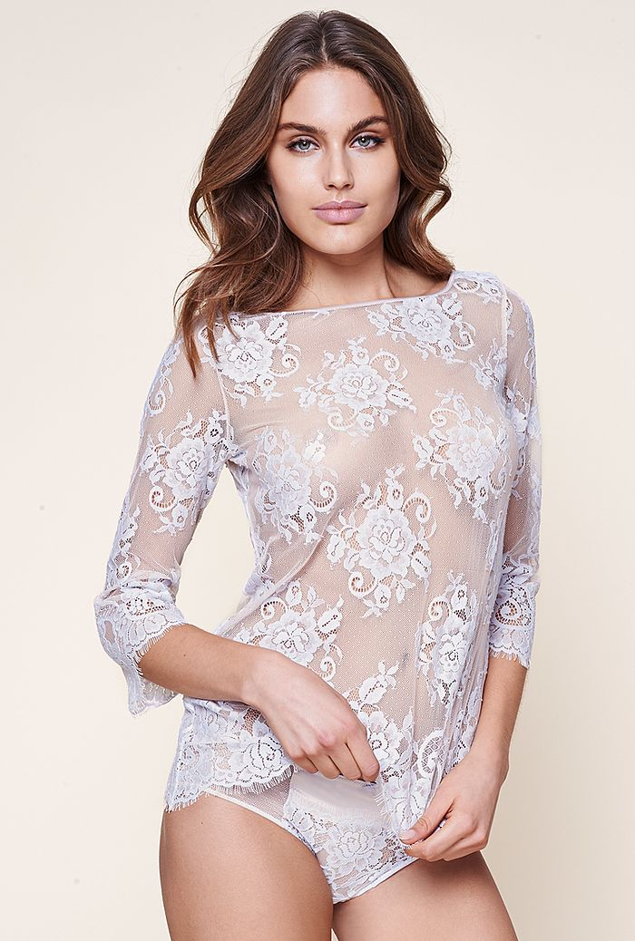81a324448f Por eso te traen en su nueva colección blusas e incluso enaguas que no sólo  podrás lucir debajo de tu ropa