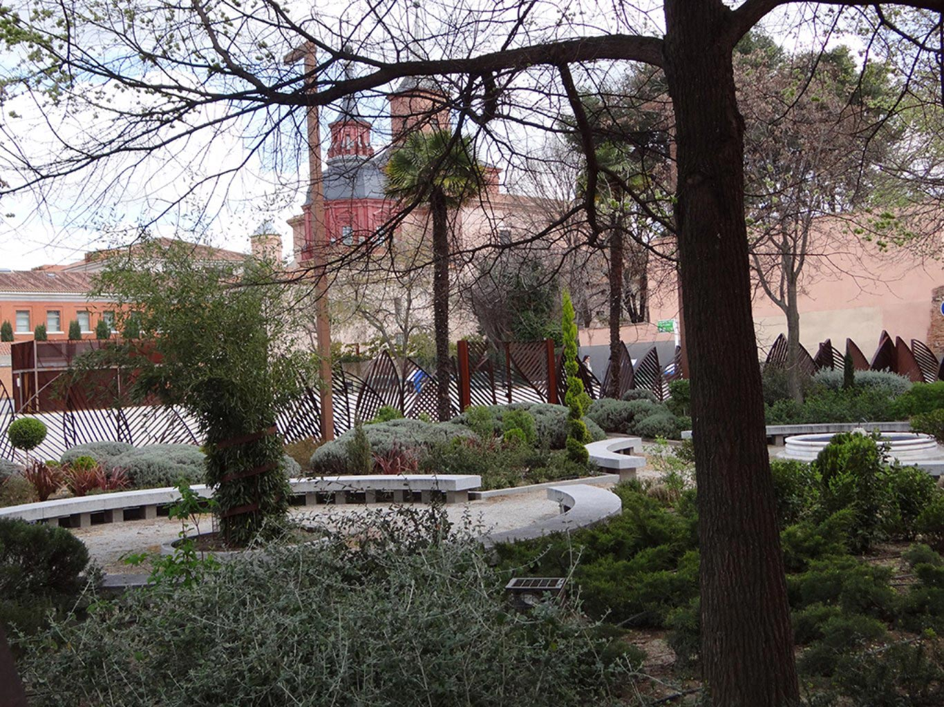 Plaza de san lucas de alcal de henares dream alcal for Cementerio jardin de alcala de henares