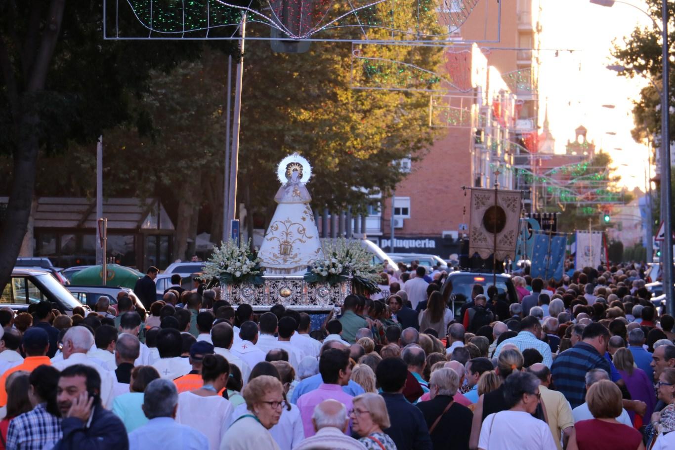 nuevo Virgen pequeño cerca de Alcalá de Henares