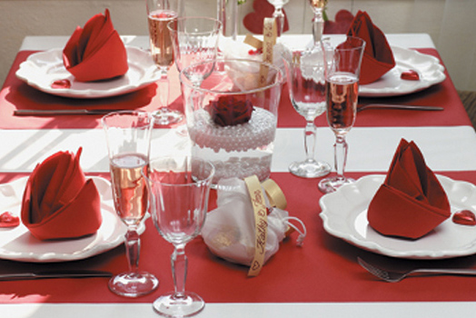 15 ideas para decorar tu mesa en san valent n dream alcal for Ideas decoracion san valentin