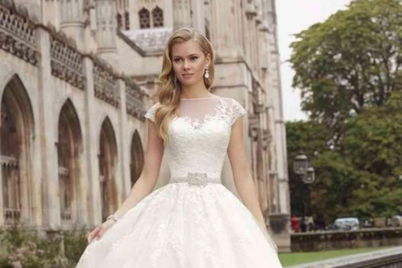 12a7cd4ba1 Tendencia novias 2018  Vuelven las princesas vestidas de blanco ...