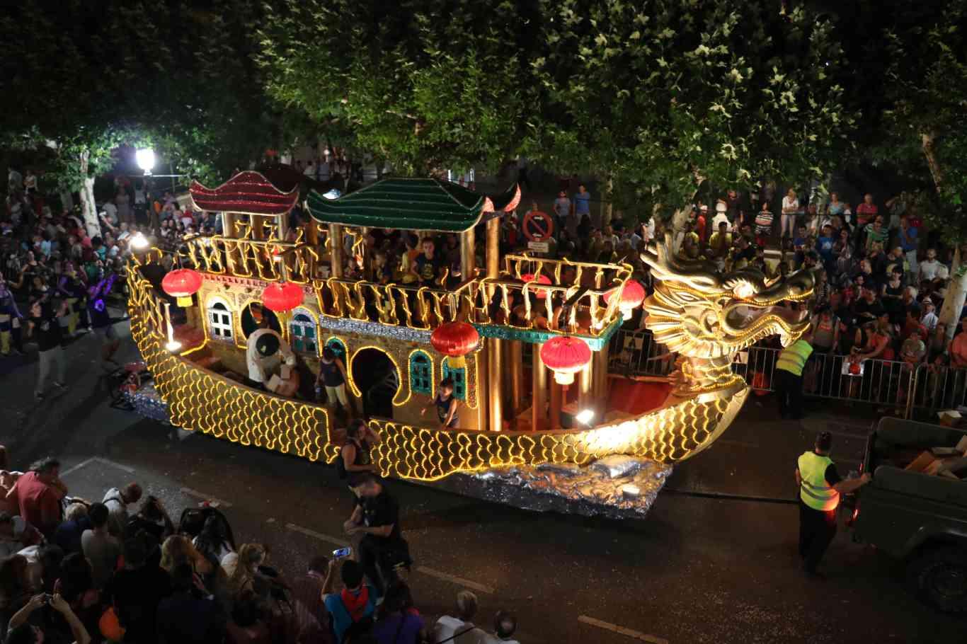 Cabalgata De Fin De Ferias Y Fuegos Artificiales En Alcalá De Henares Dream Alcalá