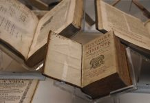 Los seis tomos de la Biblia Políglota Complutense por primera vez en una exposición