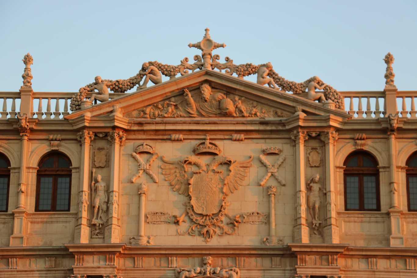 La fachada de la universidad de alcal dream alcal for Tanatorio jardin alcala de henares