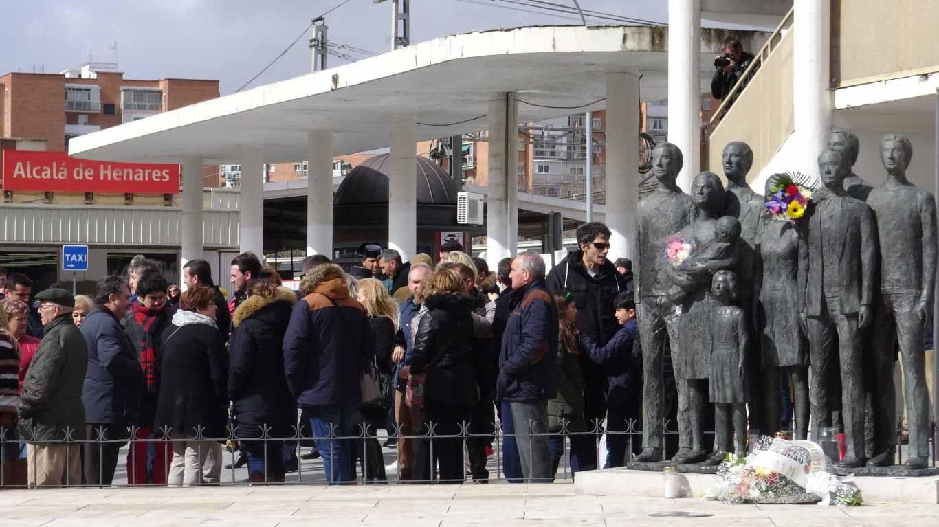 Homenaje a las v ctimas del 11 m 2018 en alcal de henares - Casas regionales alcala de henares ...