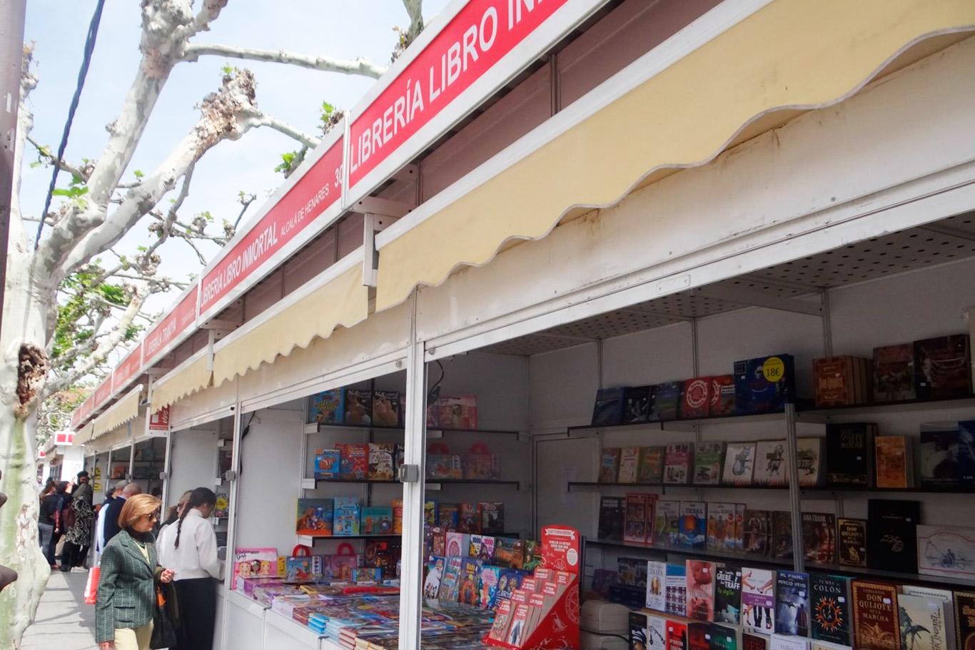 Ya está abierta al público la Feria del Libro de Novedad de Alcalá ...