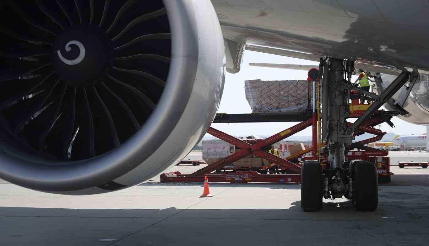 Nuevo avión con material sanitario contra el coronavirus para los ...