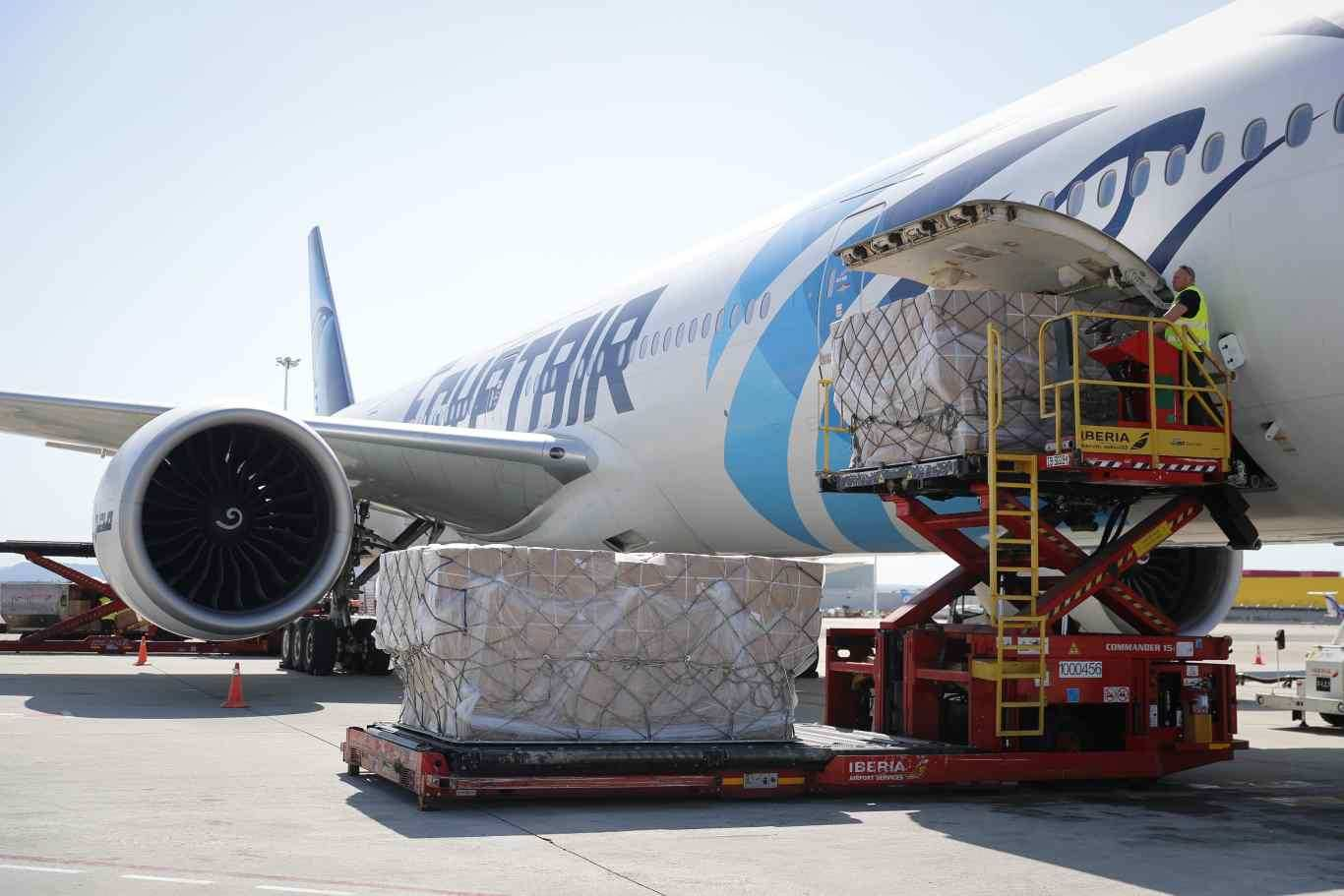 La llegada de un tercer avión a Barajas supera las 1.000 toneladas ...